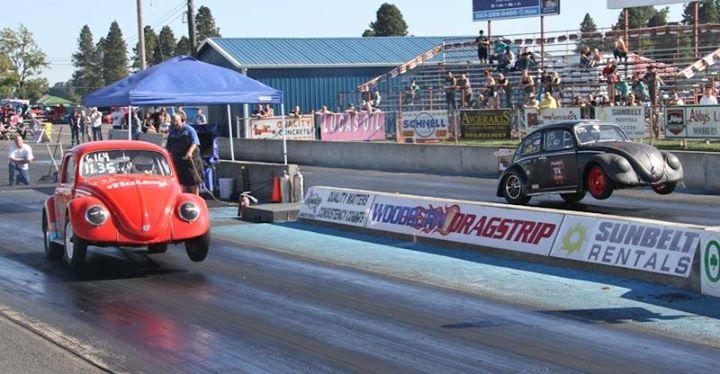VW Bus drag racing